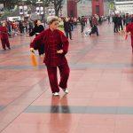 Koieta ćwicząca na Placu przed Halą Ludową.