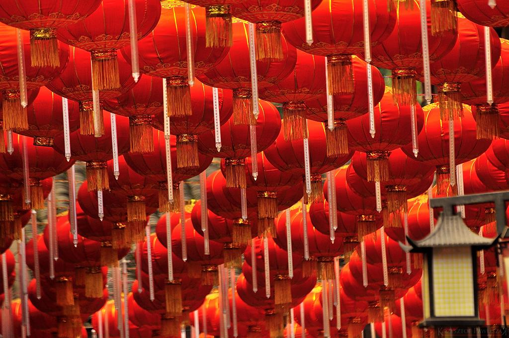 Tradycyjne chińskie lampiony przyozdabiające wejście na Cíqìkǒu