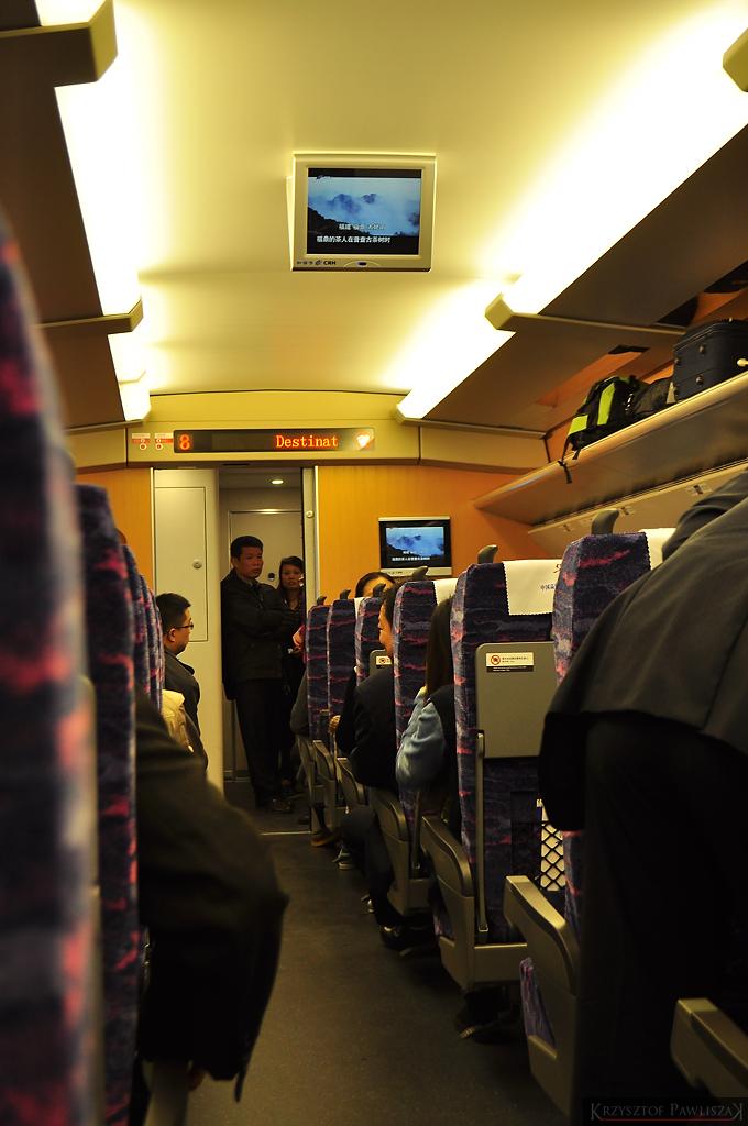 Wnętrze wagonu szybkiego pociągu relacji Fuling - Chongqing