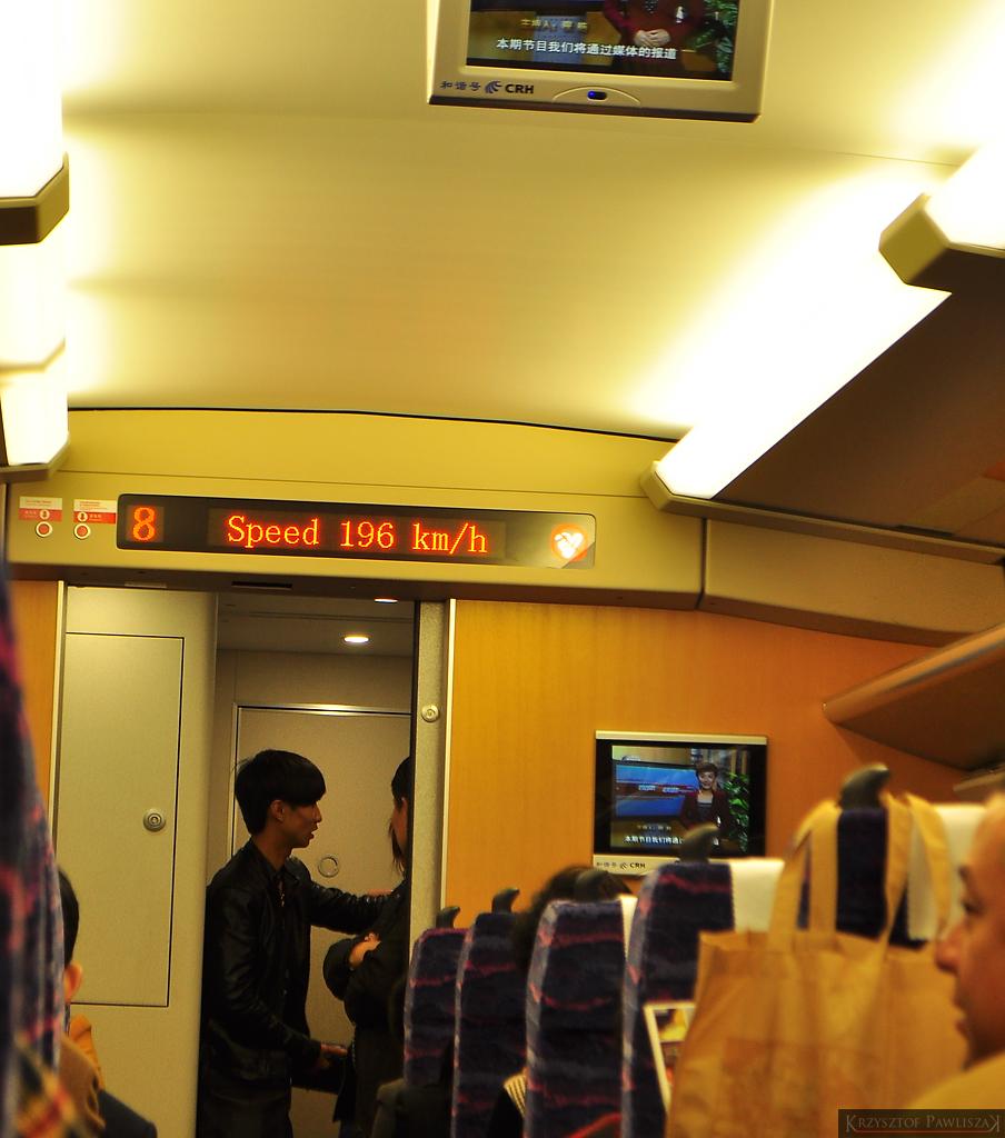 Prędkość pociągu na trasie Fuling - Chongqing. 196 km/h, w porywach pociąg przekraczał 200 km/h. U nas?