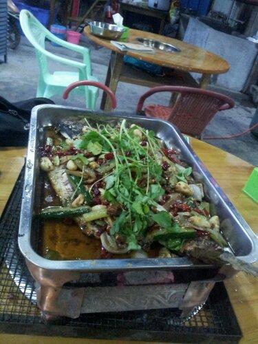 Świeża ryba w z warzywami - git!