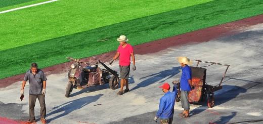 Stan budowy stadionu przy akademiku dla obcokrajowców.