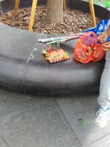 Sprzedawca spinek fasolkowych (fot. Marisa)